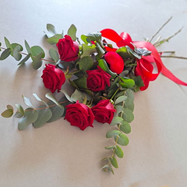 5-red-roses
