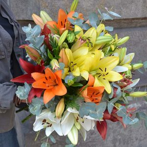 mixed-lilies-arrangement