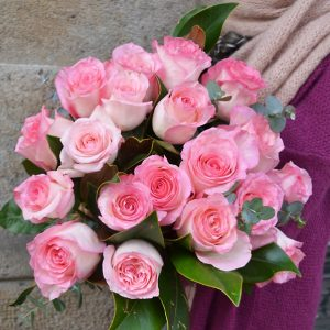 pink-roses-delivery