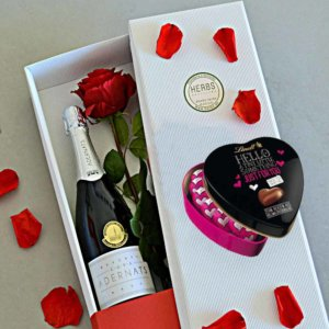 rose-in-a-box-chocolate-champagne