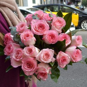 soft-pink-roses-delivery