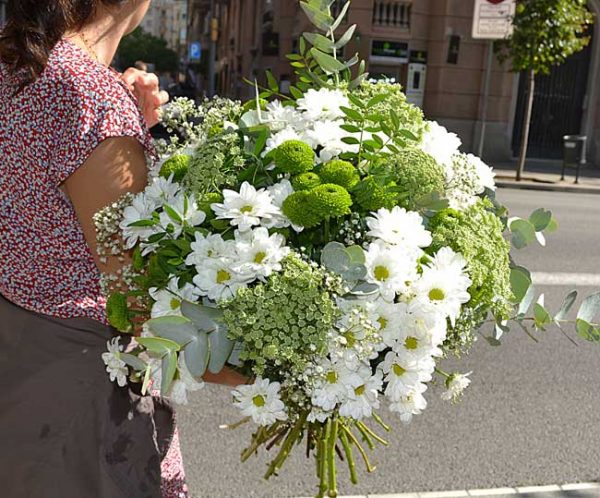 white-daisies-arrangement
