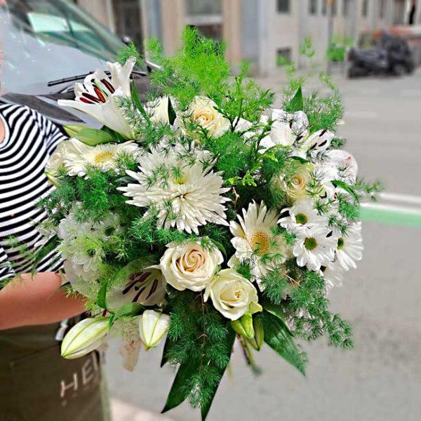 white-flowers-bouquet