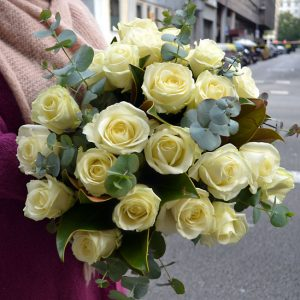 white-roses-delivery