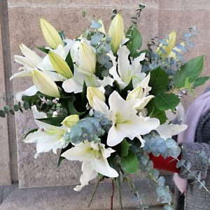 send-white-lilies-barcelona