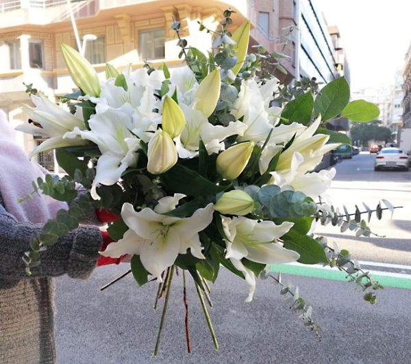 white-lilies-barcelona-delivery