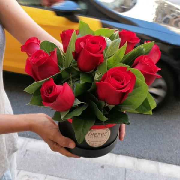 box-red-roses