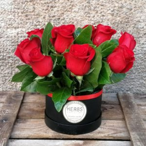 hat-box-red-roses-barcelona