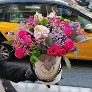 hat-box-flower-arrangement