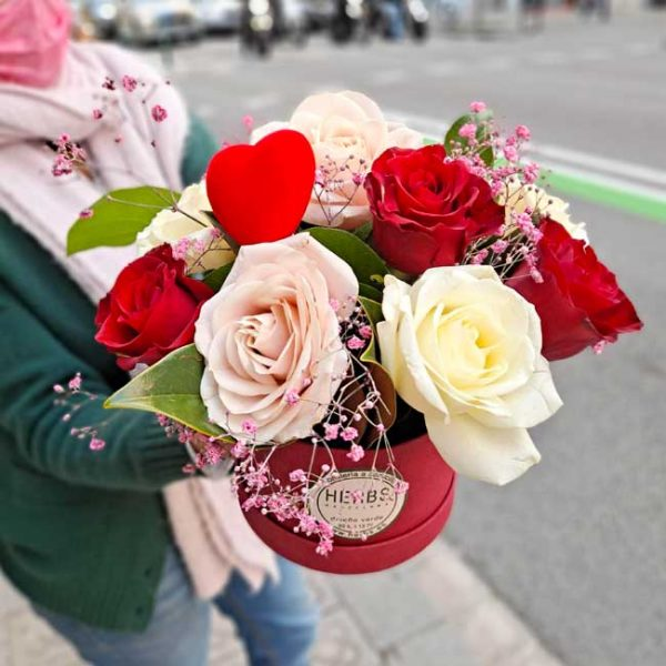 roses-in-red-hat-box